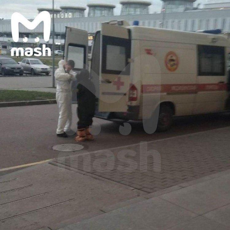 Картинки по запросу В петербургском аэропорту Пулково медики госпитализировали
